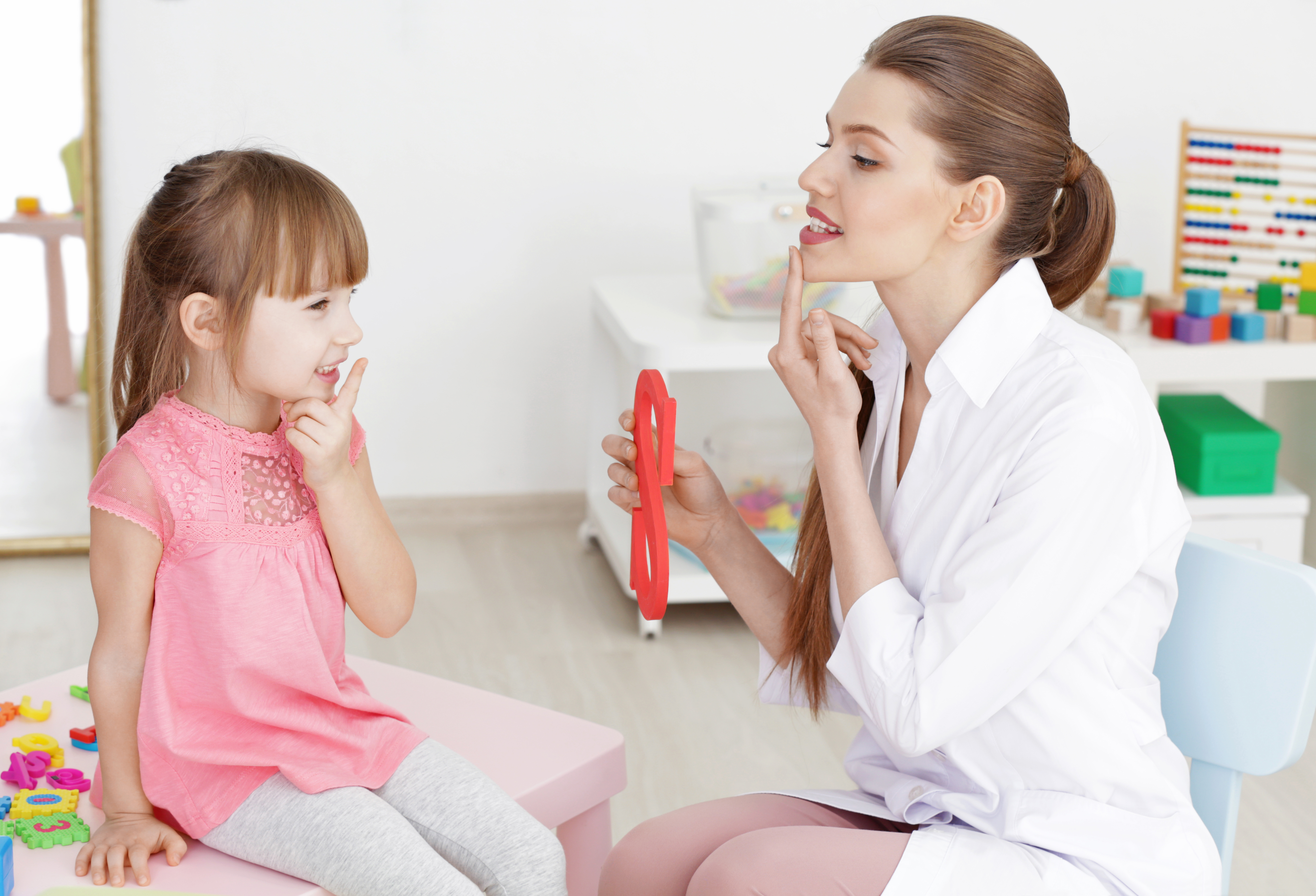 how to become a pediatric speech therapist